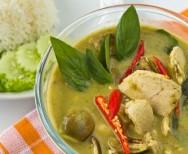 Kip in groene curry met kokosmelk (Keng Kiawwaan kai)